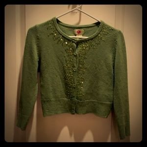 Green sweater with sequencing